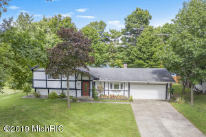 3849 Maple Lane, Berrien Springs, MI 49103