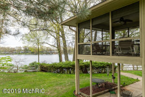 28521 Northern Bluff Drive, Gobles, MI 49055