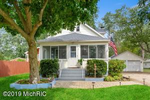 7 Chestnut Street, Three Oaks, MI 49128
