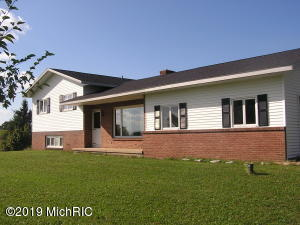 2637 17 Mile NW, Kent City, MI 49330