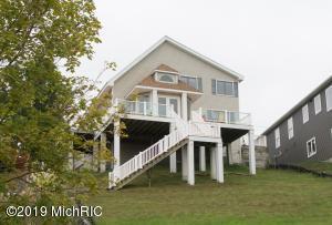 7790 Dream Isle Drive NE, Belding, MI 48809