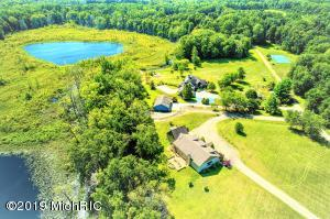 2298 E Glendora Road, Buchanan, MI 49107
