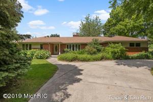 2305 Leffingwell Avenue NE, Grand Rapids, MI 49525