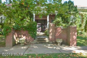 555 E Mansion Street, Marshall, MI 49068