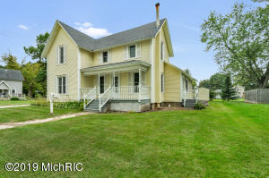 703 6th Avenue, Lake Odessa, MI 48849