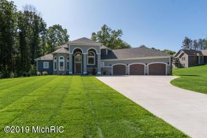 8633 Pine Acres Drive, Kalamazoo, MI 49009