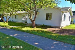 402 E Linden Street, Hartford, MI 49057