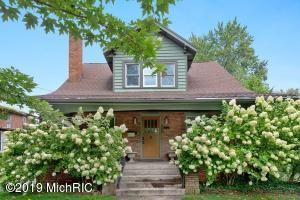 111 E Locust Street, Three Oaks, MI 49128