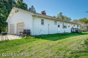 4015 E Cloverdale Road, Hastings, MI 49058