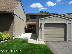 1114 Washington Circle 1, Northville, MI 48167