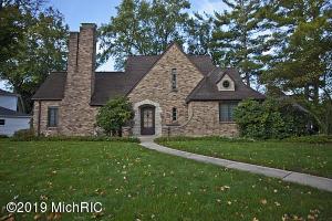 2485 Sinclair Avenue NE, Grand Rapids, MI 49505