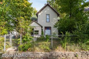 1047 Sigsbee Street SE, Grand Rapids, MI 49506