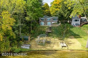 93284 Gravel Lake Drive, Lawton, MI 49065
