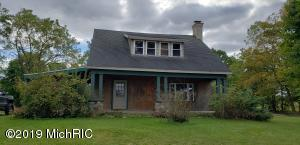 1411 N Adams Road, Jonesville, MI 49250