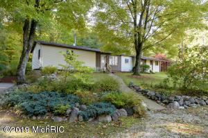 11090 N W Drive, Bellevue, MI 49021