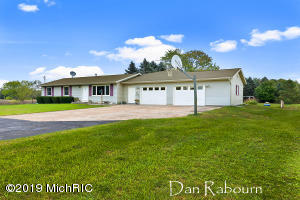 15240 Barber Creek Avenue, Kent City, MI 49330