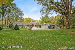 9420 Rogue Wood Avenue NE, Rockford, MI 49341