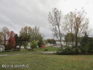 16667 Bass Lake Avenue, Gowen, MI 49326
