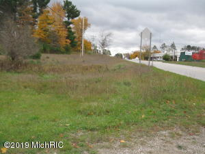 2389 Benzie Highway, Benzonia, MI 49616