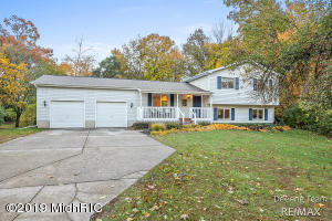 5824 Haughey Avenue SW, Wyoming, MI 49548