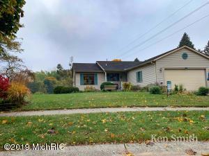 1800 Timberlane Lane NE, Grand Rapids, MI 49505