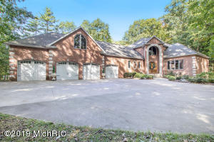 19175 Elizabeth Court, Spring Lake, MI 49456