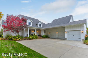 18009 Hammond Bay Drive, Spring Lake, MI 49456