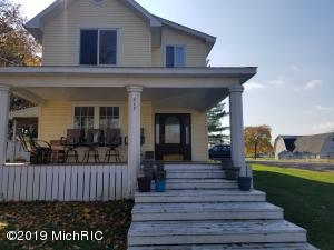 217 W Maple Street, Camden, MI 49232