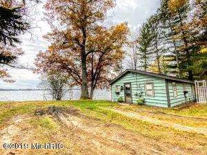 10503 Lake Drive, Chippewa Lake, MI 49320