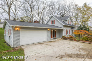 114 Greenridge Drive NW, Grand Rapids, MI 49544