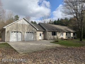 8250 Pine Forest Road, Ravenna, MI 49451