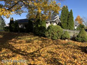 661 Erlwood Path, Berrien Springs, MI 49103