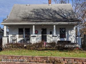 605 Woodridge Street NE, Grand Rapids, MI 49505