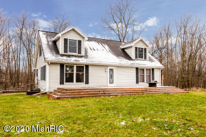 5544 Hipps Hollow Road, Eau Claire, MI 49111