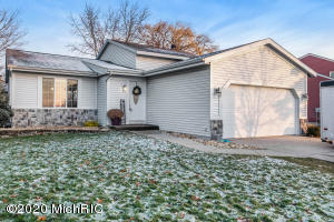 2455 Mapleview Street SE, Kentwood, MI 49508