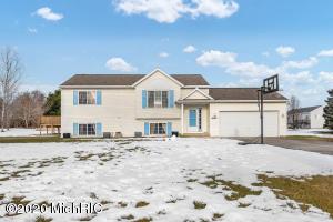 16485 Antler Drive NE, Cedar Springs, MI 49319