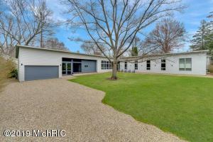 9147 Murphy Grove, Lakeside, MI 49116
