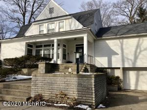 112 W Maple Street, Shepherd, MI 48883