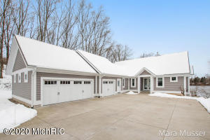 1704 River Lane, Allegan, MI 49010
