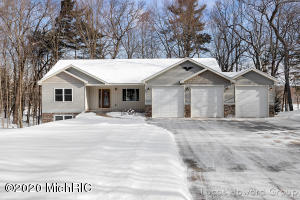 11033 Sandy Oak Trail NE, Cedar Springs, MI 49319