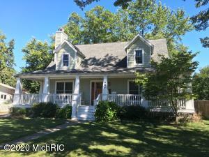 407 S Elm Street, Three Oaks, MI 49128