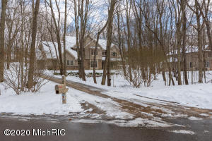 6482 Whitney Woods, Richland, MI 49083
