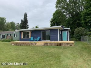 4955 Indianhead Drive, Six Lakes, MI 48886