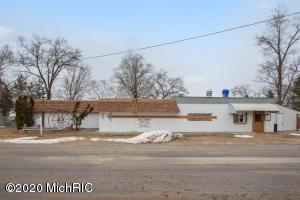 753 W Lincoln Avenue, White Cloud, MI 49349