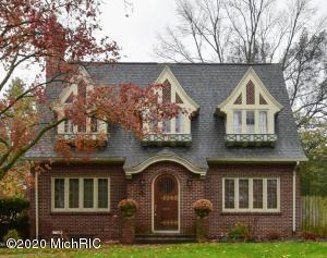 1942 Sherman Street SE, East Grand Rapids, MI 49506