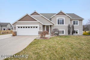 8742 Big Bend Court, Middleville, MI 49333