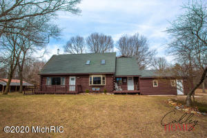 10204 Shaw Lake Road, Middleville, MI 49333
