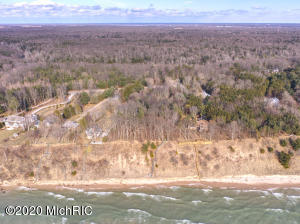 7605 N Old Channel Trail, Montague, MI 49437