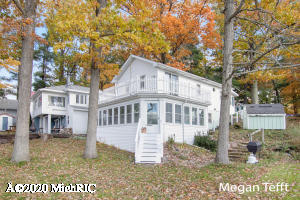 251 N Lake, Six Lakes, MI 48886