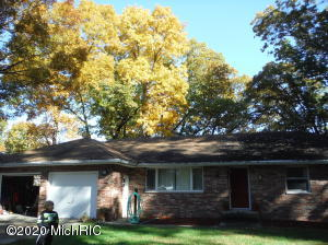 1210 E Crooked Lake Drive, Kalamazoo, MI 49009